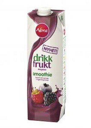 Bilde av Nora drikk frukt skogsbær.