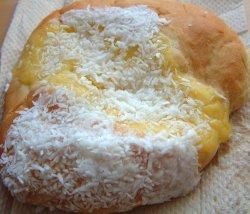 Prøv også Skolebrød, med melisglasur, eggekrem, kokos, kjøpt.