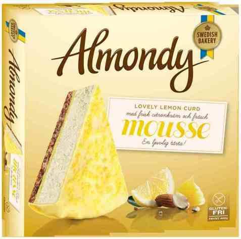 Bilde av Almondy Mousseterte lovely lemon curd.