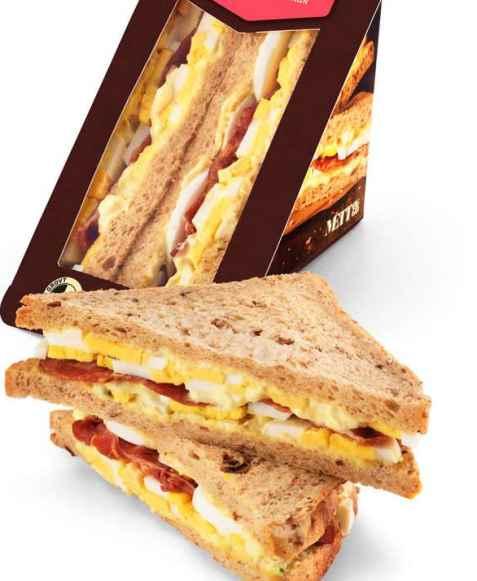 Bilde av Bama mett og go sandwich med egg og bacon.