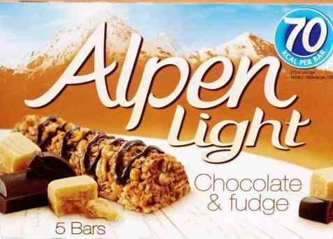 Bilde av Weetabix alpen bars light chocolate and fudge.