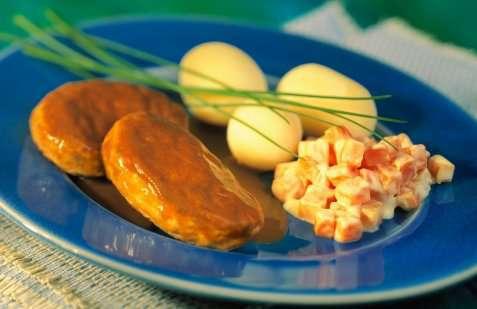 Bilde av Fjordland Fiskekaker av steinbit med gulrotstuing og poteter.