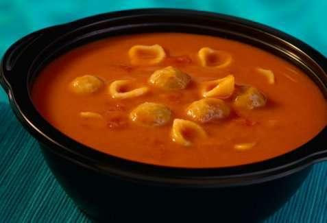 Bilde av Fjordland Kremet tomatsuppe med kjøttboller og pasta.