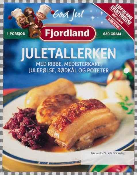 Bilde av Fjordland Juletallerken med ribbe, medisterkake, julepølse, rødkål og poteter.