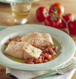 Laks med tomater og urter oppskrift.