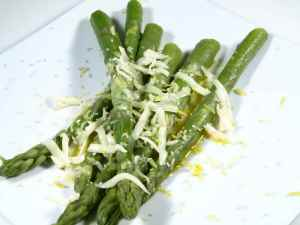 Prøv også Asparges med sitronsmør og ost.
