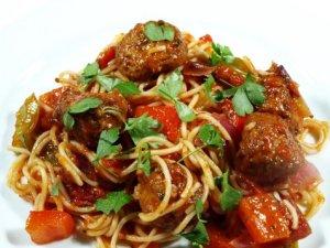 Prøv også Pasta og tomatsaus med kyllingboller.