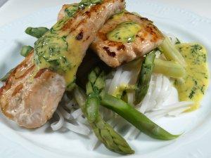 Prøv også Laks med voksbønner, asparges, sprø risnudler.