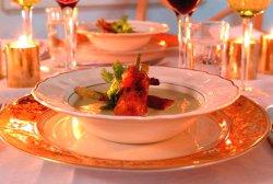 Prøv også Potet og purreløksuppe, servert med sprøstekt spek.