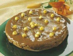 Sjokoladekake med karamelliserte hasselnøtter oppskrift.