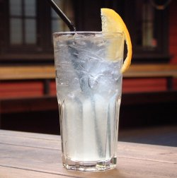 Tom Collins oppskrift.