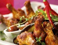 Kyllingovervinger med oliven og søt chilidip oppskrift.