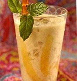Prøv også Mango Lassi  søt yoghurtdrikk.