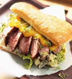 Biffsandwich med mangosaus oppskrift.