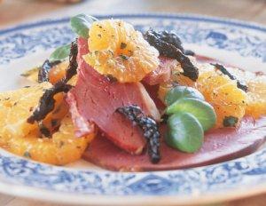 Prøv også Røkt lammelår med mandarinsalat til juletapas.