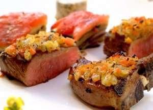 Prøv også Lammesadel med kotelett - servert med sitron-urtesmør.