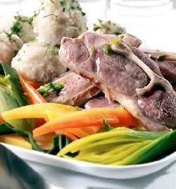 Prøv også Lettsaltet lammekjøtt med kålrot og raspeball.