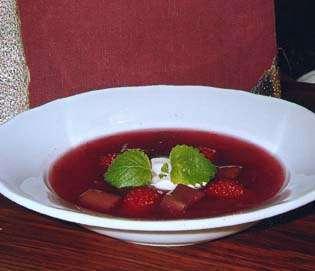 Prøv også Rabarbrasuppe med crème fraîche.