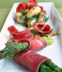 Fenalår med asparges til juletapas oppskrift.
