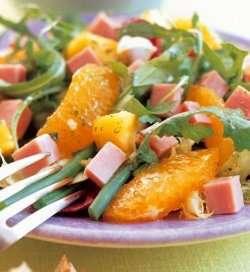 Fargerik salat med skinke oppskrift.