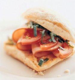 Ciabatta med hamburgerrygg oppskrift.