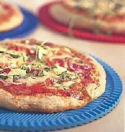 Porsjons pizza med salami oppskrift.