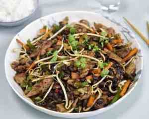 Lamme-wok med Black Bean-saus oppskrift.