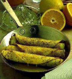 Prøv også Pannekakeflørt (flamberte pannekaker).