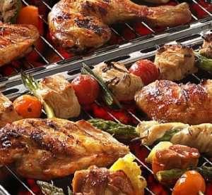 Grillede kyllinglår kledd i bacon oppskrift.