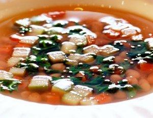 Prøv også Hvit bønnesuppe med grønnkål, rotgrønnsaker og syr.
