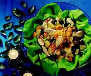 Bilde av Kyllingsalat med frukt og valn�tter.