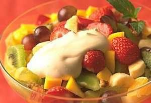 Hjemmelaget råkrem til eksotisk fruktsalat oppskrift.