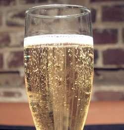Prøv også Champagne Charlie.