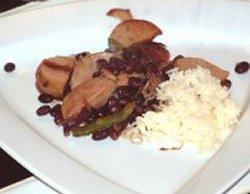 Pølsewok med black bean saus oppskrift.
