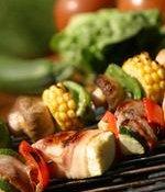 Grønnsaksspyd med mais, sjampinjong og paprika oppskrift.