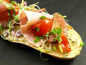 Prøv også Bruschetta med spekeskinke og tomatsalat.