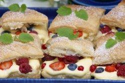 Prøv også Butterdeigruter med eggekrem og bær.