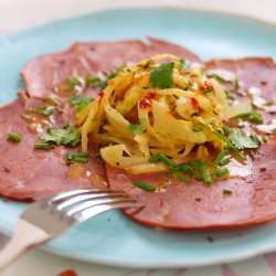 Røkt lammelår med appelsin- og fennikelsalat oppskrift.