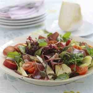 Salat med fenalår og jordbær oppskrift.