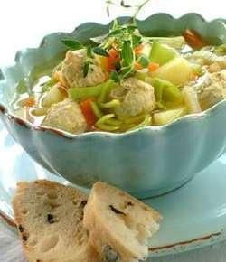 Prøv også Grønnsaksuppe med fine kyllingboller.