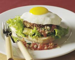 Prøv også Kyllingburger med speilegg.