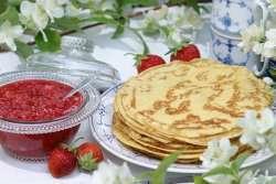 Prøv også Pannekaker med nyrørte jordbær.