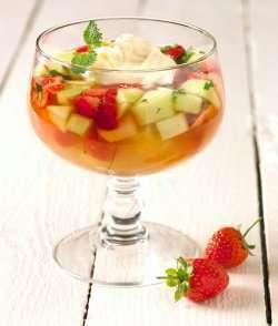 Bilde av Kald dessertsuppe med limekrem.