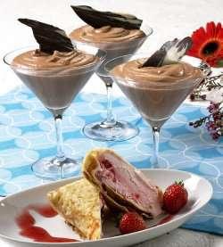 Prøv også Sjokolademousse og pannekaker med jordbæris.