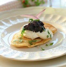 Blinis med sort kaviar oppskrift.