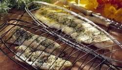 Hvit fisk i grillrist oppskrift.