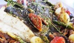 Prøv også Ovnsbakt Norsk Kveite med sherry og grønnsaker.
