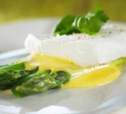 Prøv også Norsk Kveite med asparges og hollandaise.