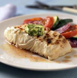 Prøv også Kveite med urtesmør og foliebakte grønnsaker.