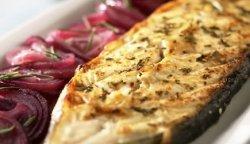 Prøv også Kveite med rødvinsløk.